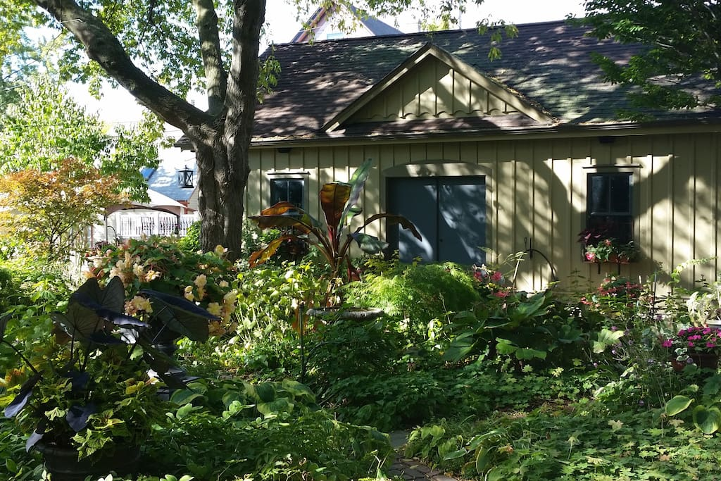 picturesque city homes and gardens. Bed  Breakfast and Milwaukee Sanger House Gardens A Hidden Treasure